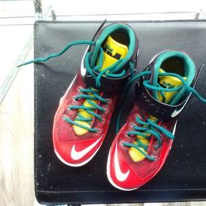 save off aa02e a7721 Nike Shoes - Like New - Nike LeBron Zoom Soldier VIII M8.5 W5